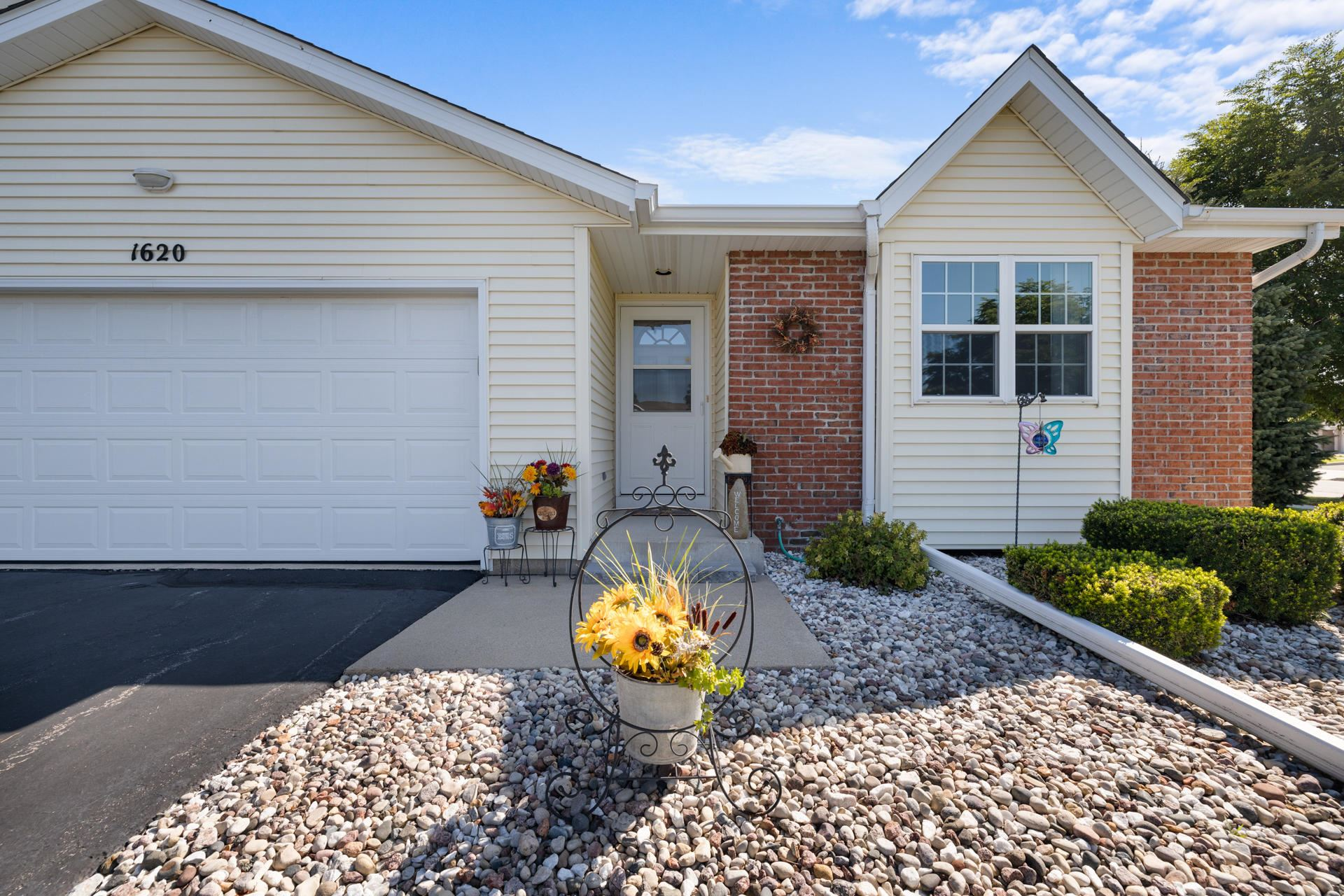 1620 Goldenrod Cir, West Bend, WI 53095 - #: 1703198