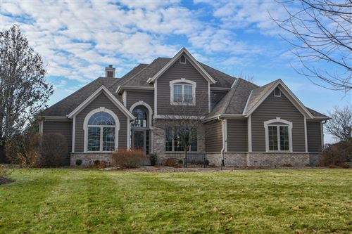 Photo of 1011 Woods Dr, Hartland, WI 53029 (MLS # 1670200)