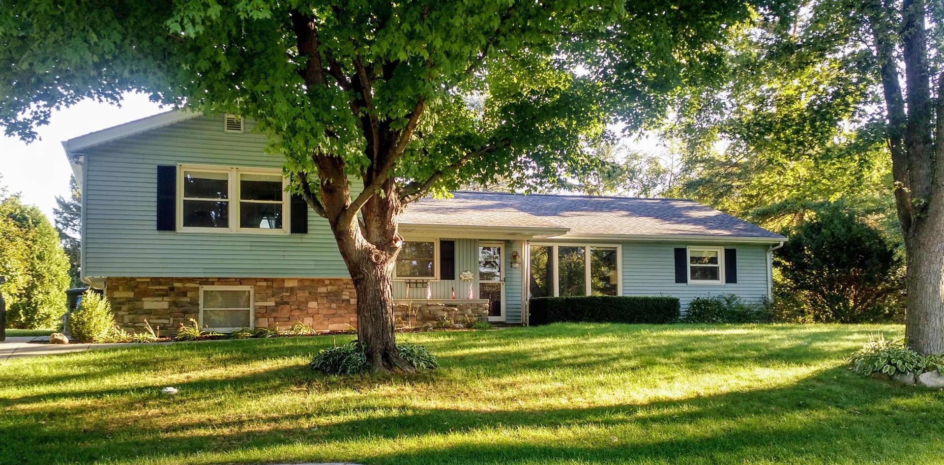 4814 S Brookdale Dr, Greenfield, WI 53228 - #: 1709200