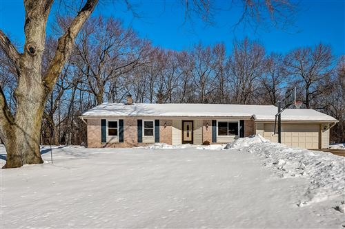 Photo of 842 Buckingham Cir, Hartland, WI 53029 (MLS # 1728202)