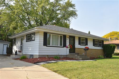 Photo of 8913 W Daphne St, Milwaukee, WI 53224 (MLS # 1711208)