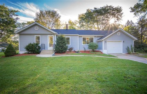 Photo of 4722 N 106th St, Wauwatosa, WI 53225 (MLS # 1769233)