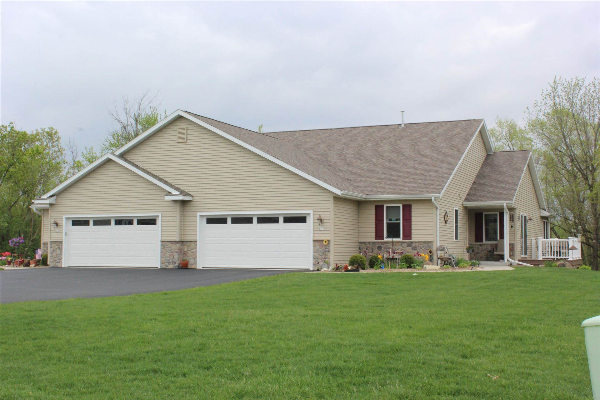 417 Trailview Crossing, Waterford, WI 53185 - #: 1690239