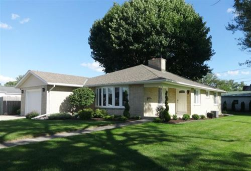 Photo of 515 Aber Dr, Waterford, WI 53185 (MLS # 1702245)