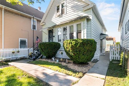 Photo of 1722 W Becher Street, Milwaukee, WI 53215 (MLS # 1704248)