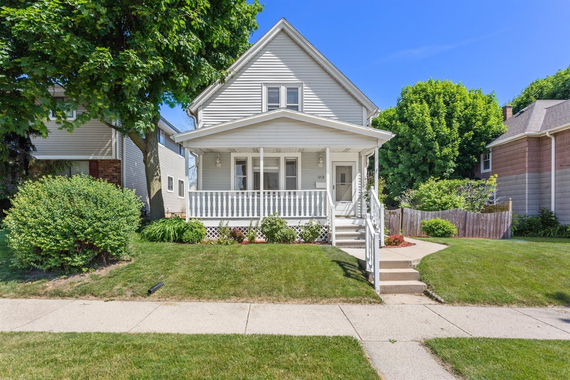 1212 Michigan Ave, South Milwaukee, WI 53172 - #: 1695249
