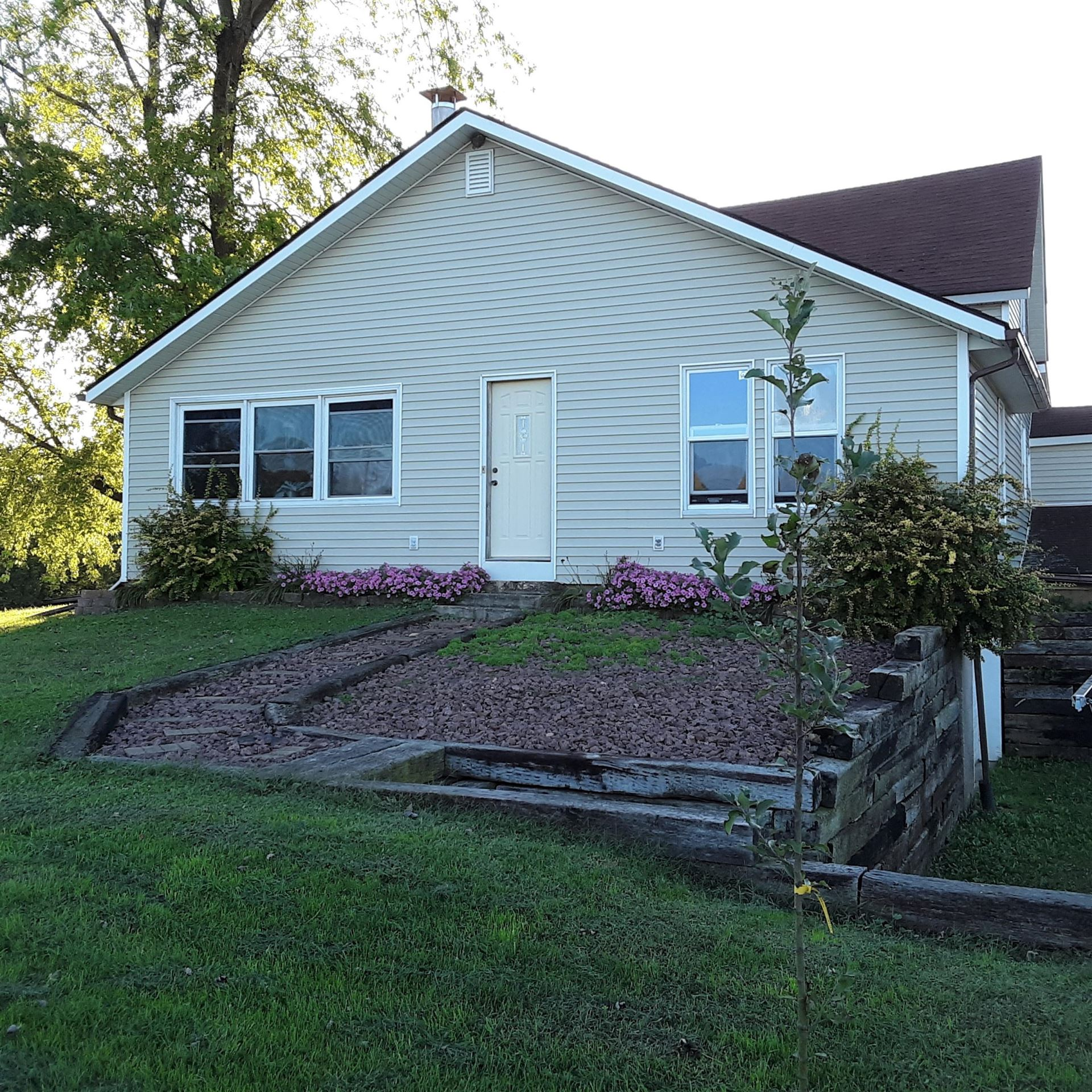 S7637 Moore Rd, Kickapoo, WI 54652 - MLS#: 1661268