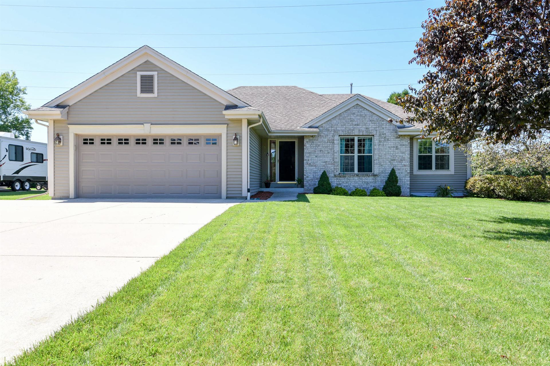 7561 S Pacific St, Franklin, WI 53132 - #: 1703271