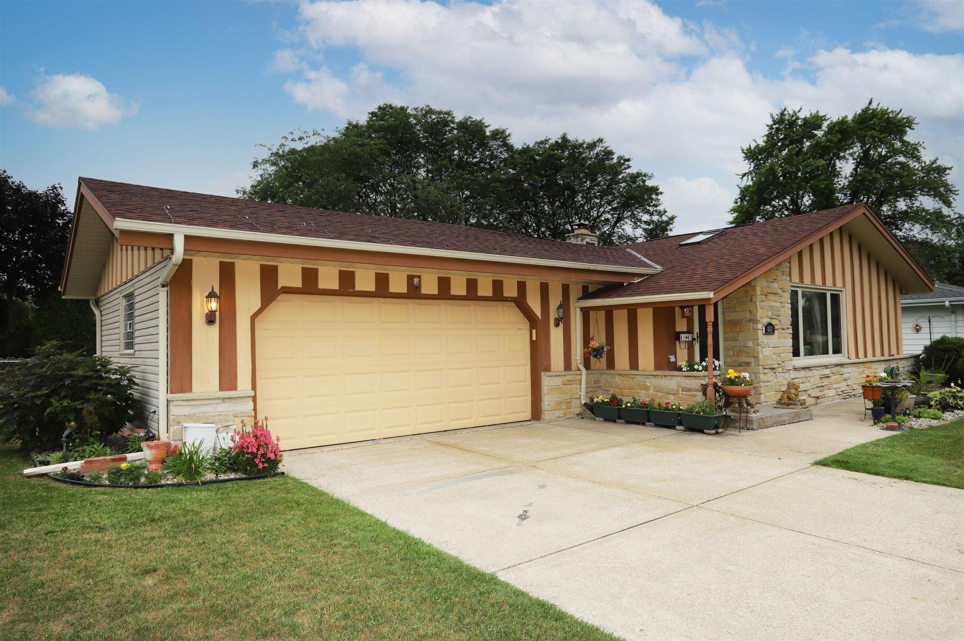 6103 Twin Oak Dr, Greendale, WI 53129 - MLS#: 1751271