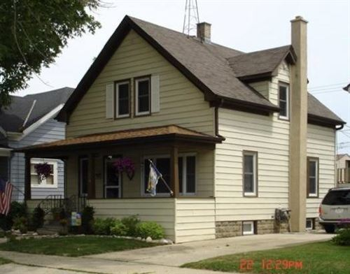 Photo of 909 Grove Ave, Racine, WI 53405 (MLS # 1724272)