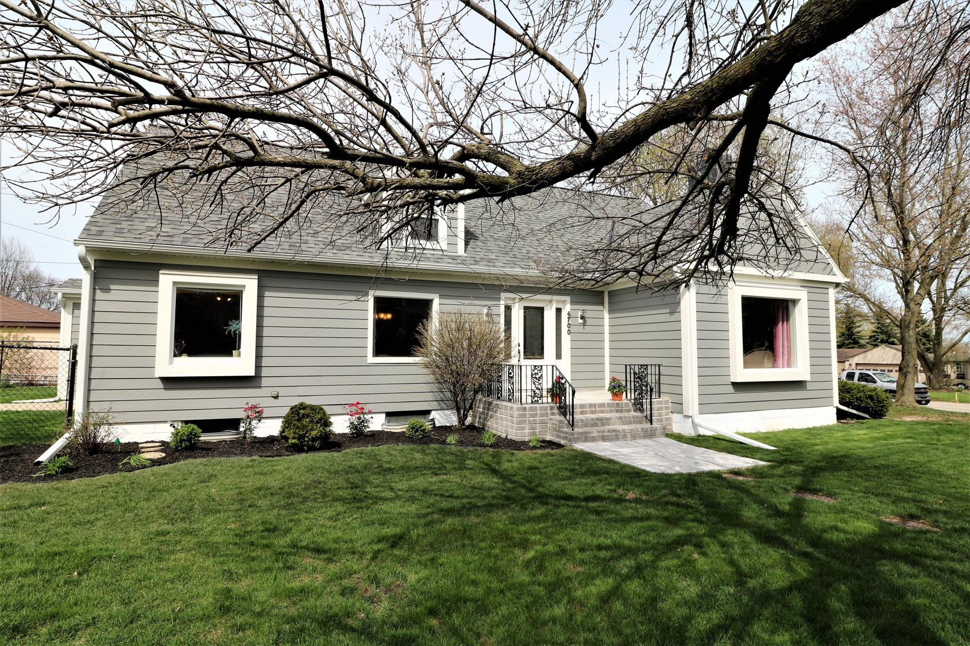 4700 W St Francis Ave, Greenfield, WI 53220 - #: 1691280