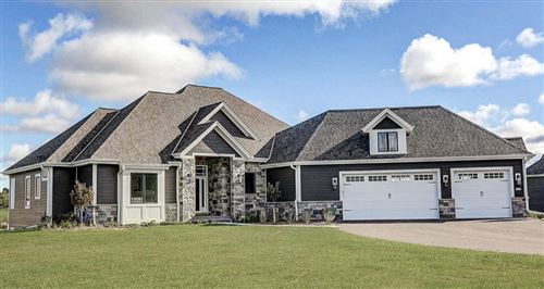 Photo of 1621 Whistling Hill Cir, Hartland, WI 53029 (MLS # 1724312)