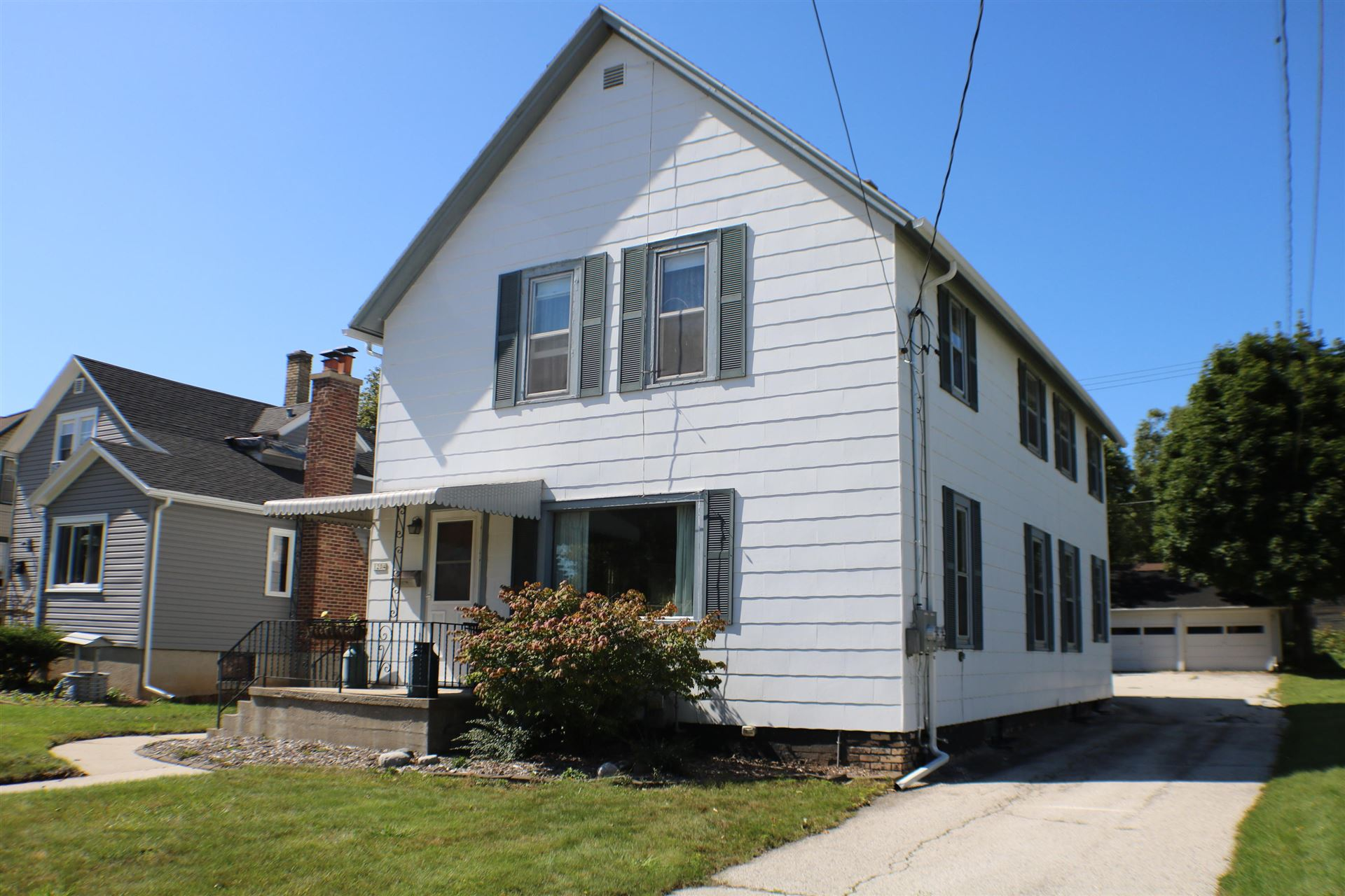 1204 N 8th St, Manitowoc, WI 54220 - #: 1659323