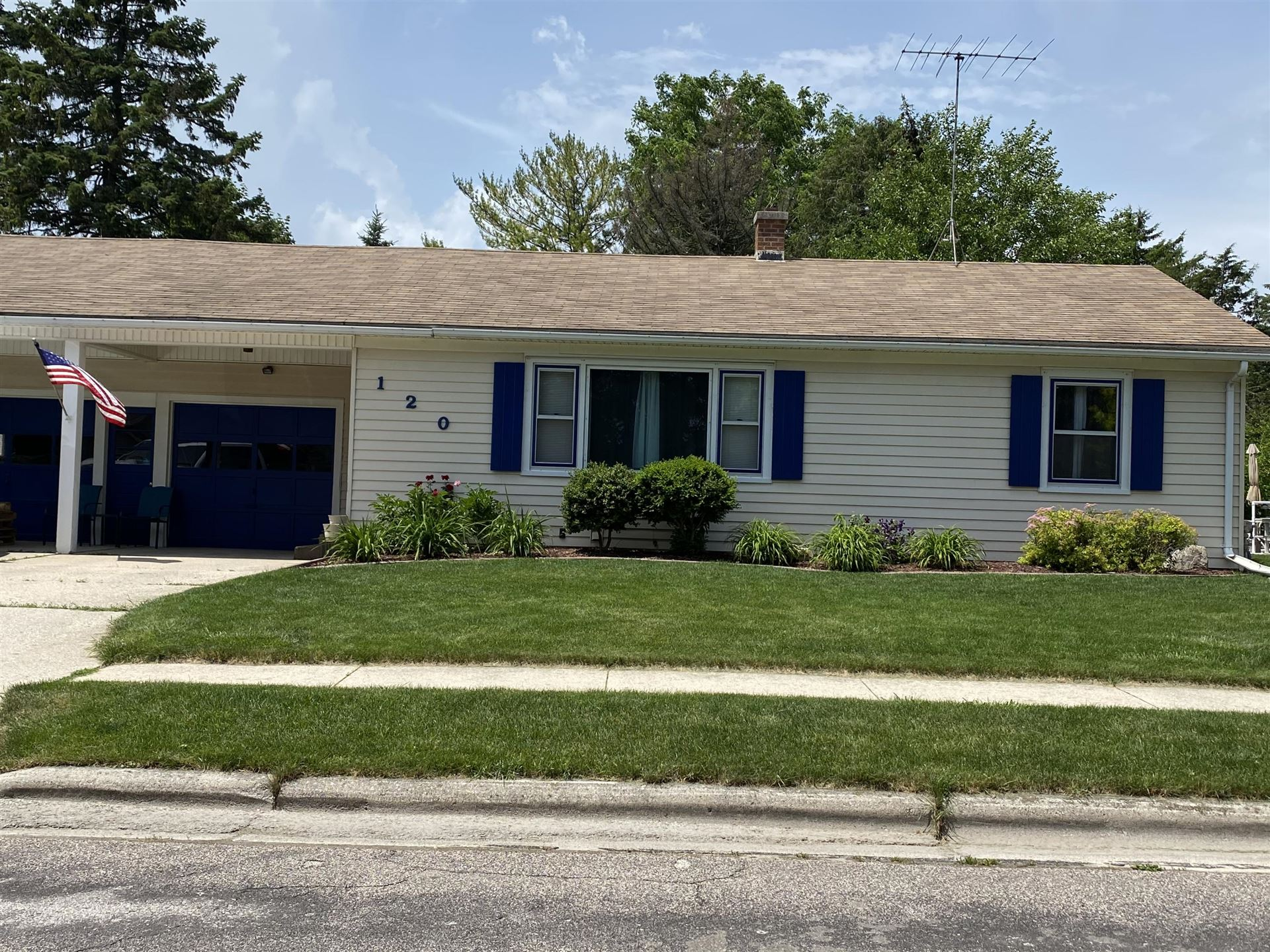 120 N Bruns Ave, Plymouth, WI 53073 - #: 1696339