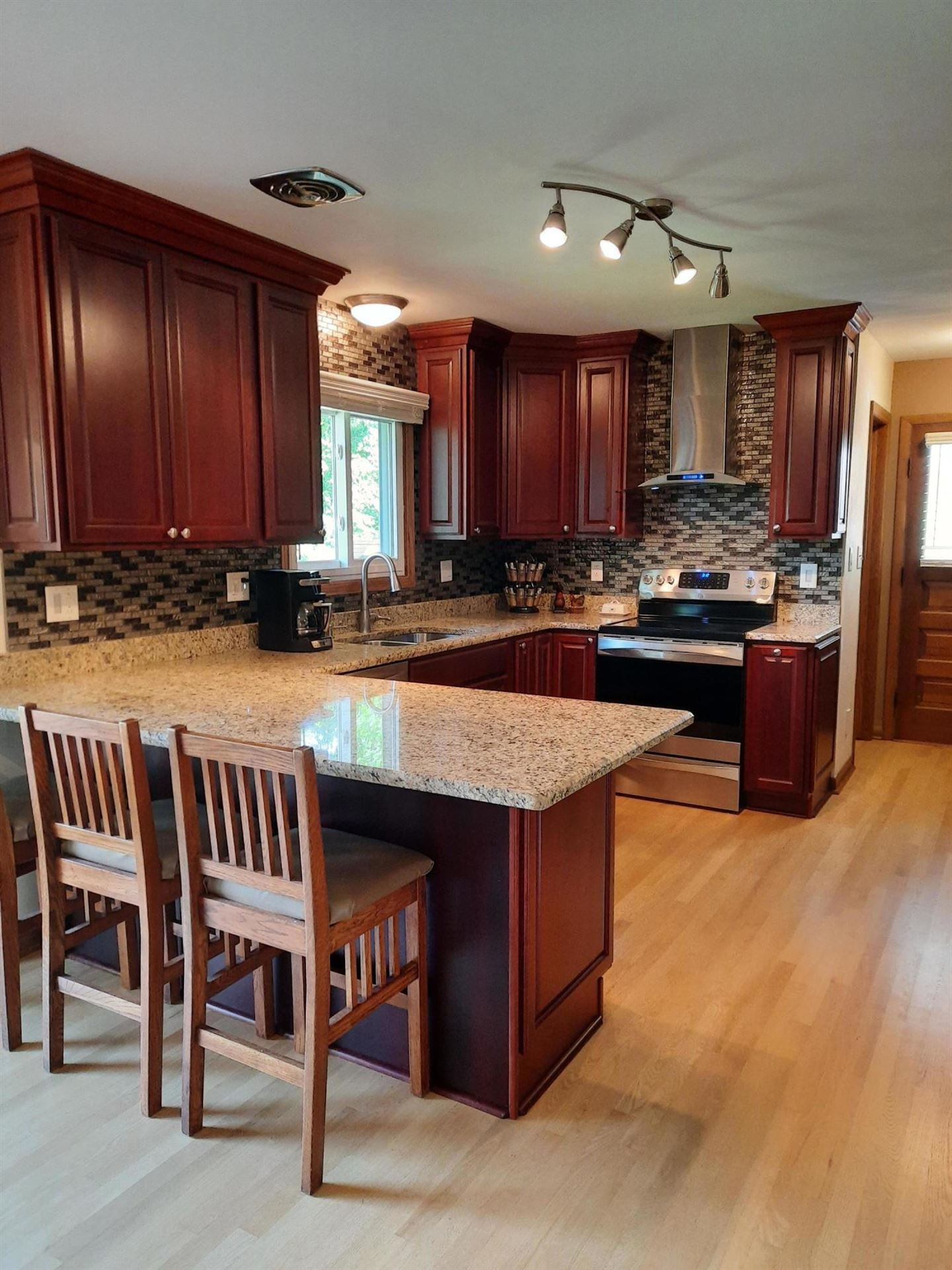 8220 S 68th St, Franklin, WI 53132 - #: 1706340
