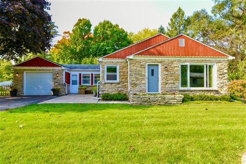 Photo of 6967 N Rockledge Ave, Glendale, WI 53209 (MLS # 1711350)