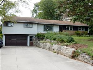 Photo of 1105 Rolling Green Dr, Brookfield, WI 53186 (MLS # 1660355)