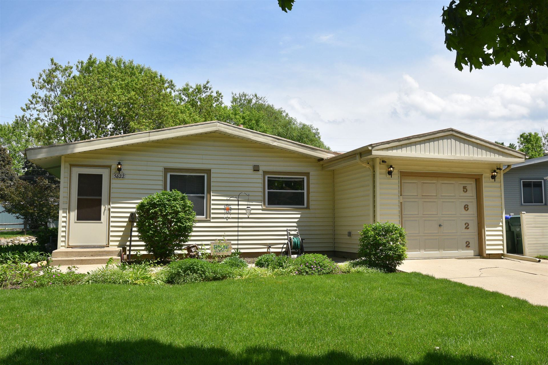 5622 Exeter St, Greendale, WI 53129 - #: 1692359