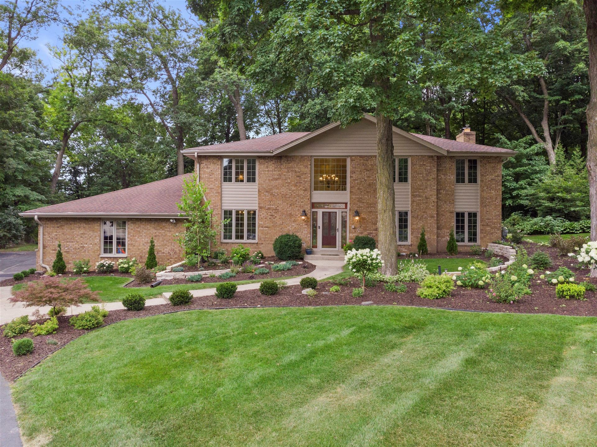 18285 Le Chateau Dr, Brookfield, WI 53045 - MLS#: 1754372