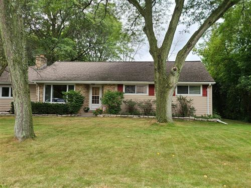 Photo of 1613 S Ranch Rd, New Berlin, WI 53151 (MLS # 1709374)