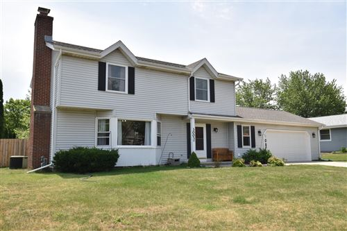 Photo of 3003 W Hilltop Ln, Franklin, WI 53132 (MLS # 1698383)