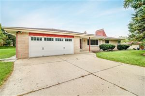 Photo of 4924 S 69th St, Greenfield, WI 53220 (MLS # 1664389)