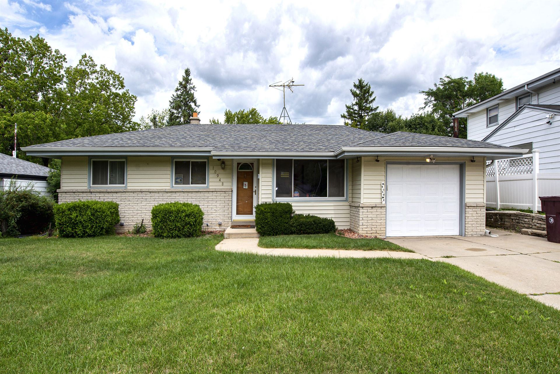 10948 W Stark, Milwaukee, WI 53225 - #: 1703391