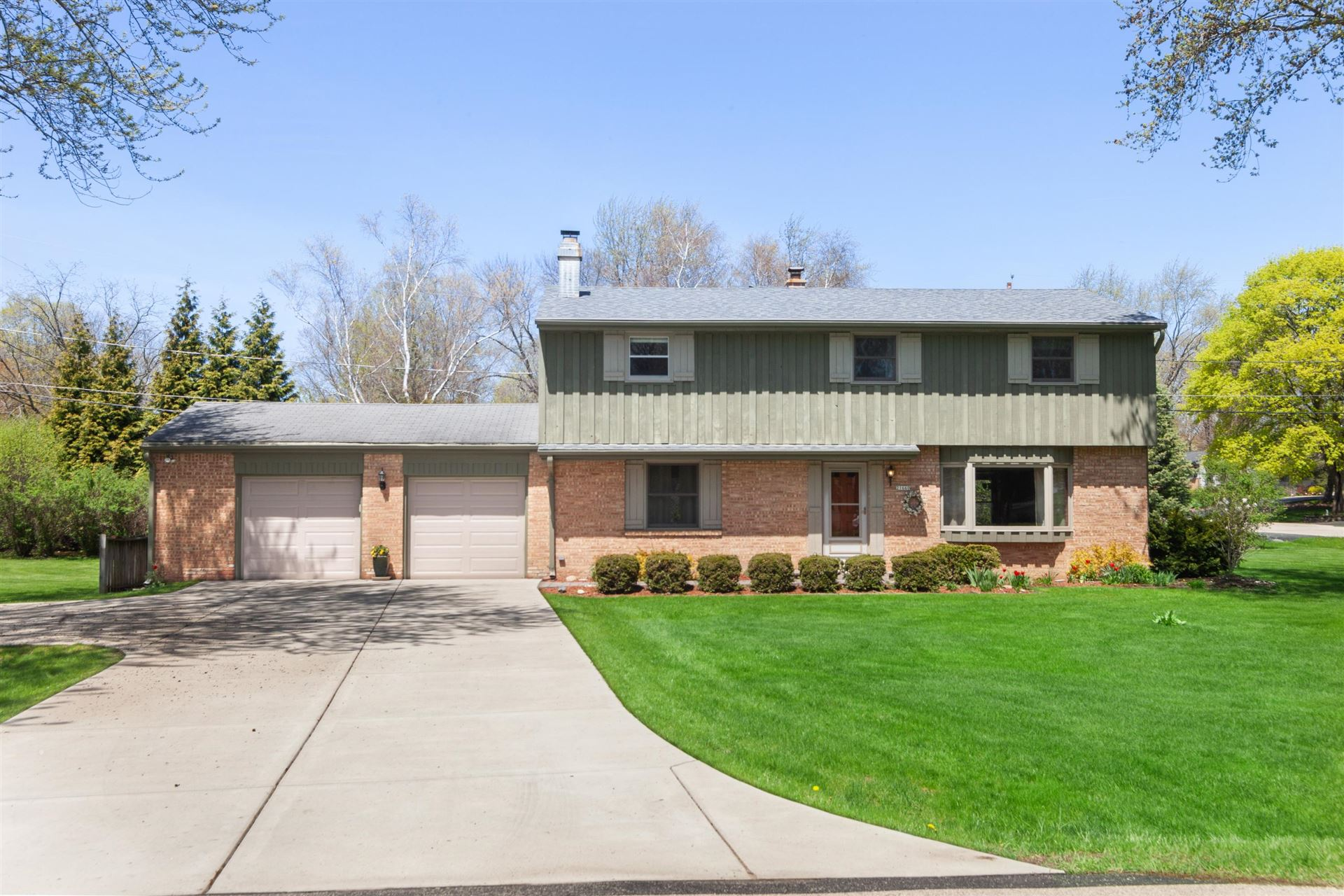 21660 Doneswood DR, Brookfield, WI 53186 - #: 1690395