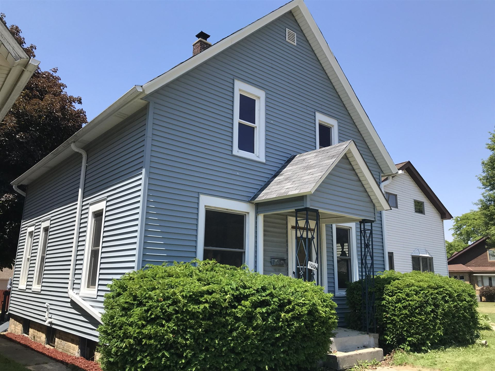 1004 N Chicago Ave, South Milwaukee, WI 53172 - #: 1694413
