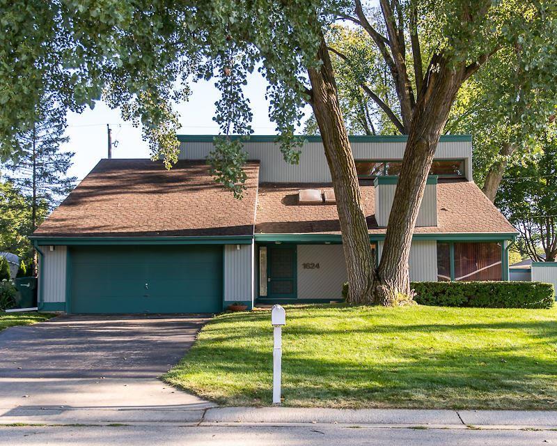 1624 W Fairfield Ct, Glendale, WI 53209 - #: 1702424
