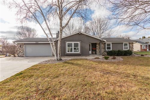 Photo of N61W23673 Sumac Ln, Sussex, WI 53089 (MLS # 1720445)