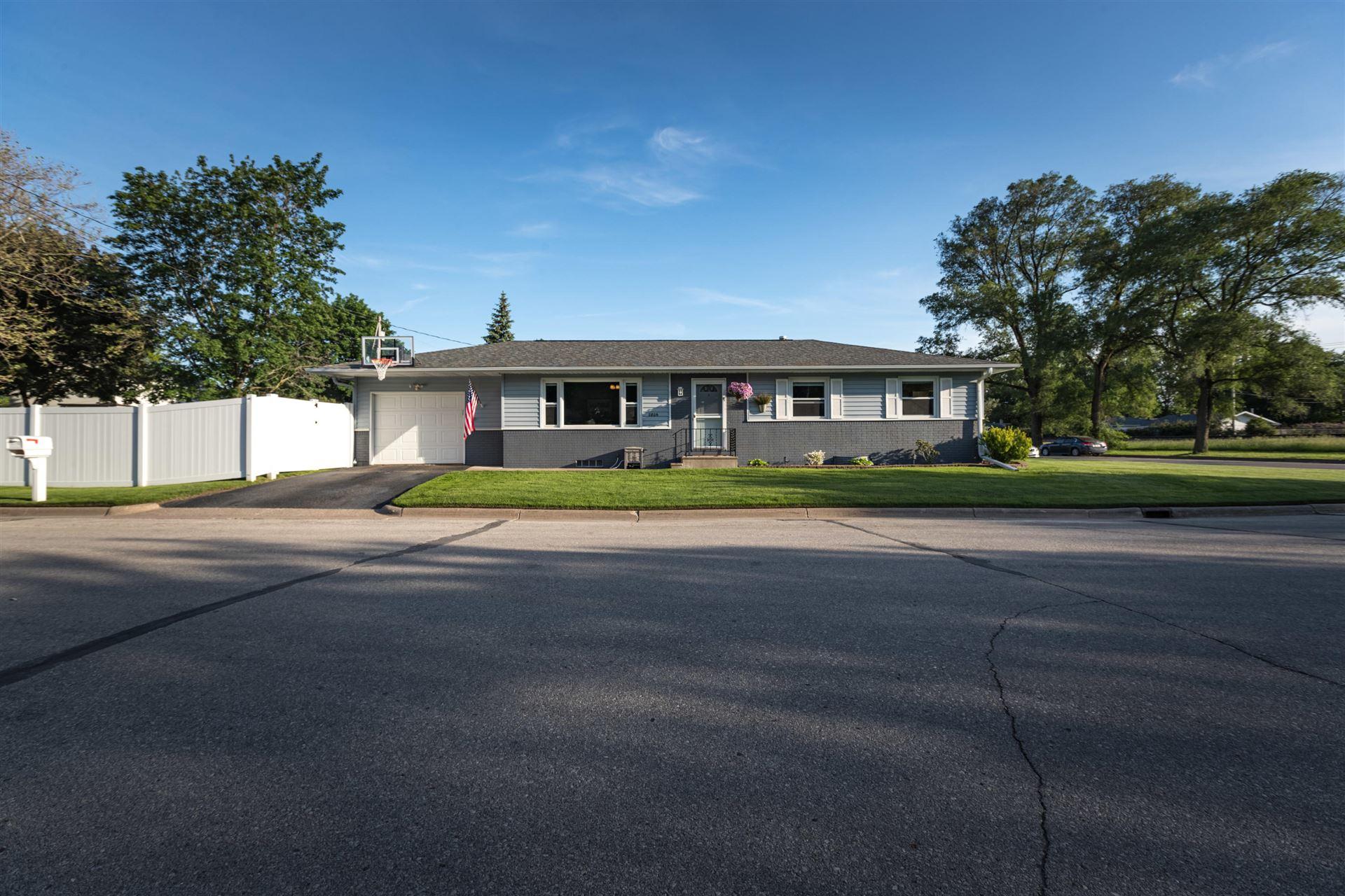 2806 Evergreen Pl, La Crosse, WI 54601 - MLS#: 1691447