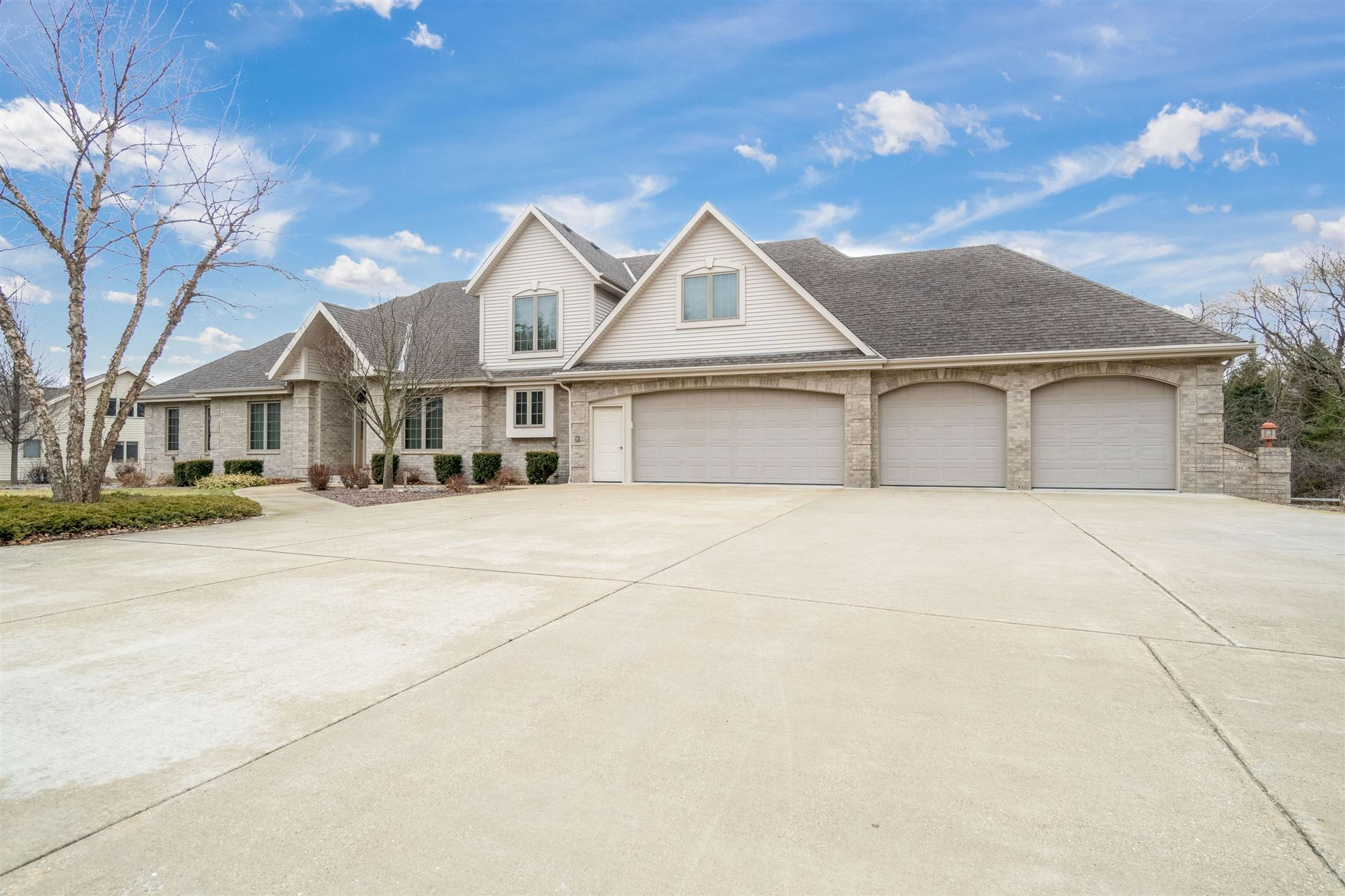 S72W13838 Woods Rd, Muskego, WI 53150 - #: 1683455