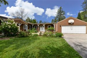 Photo of 11329 N Parkview Dr, Mequon, WI 53092 (MLS # 1655465)