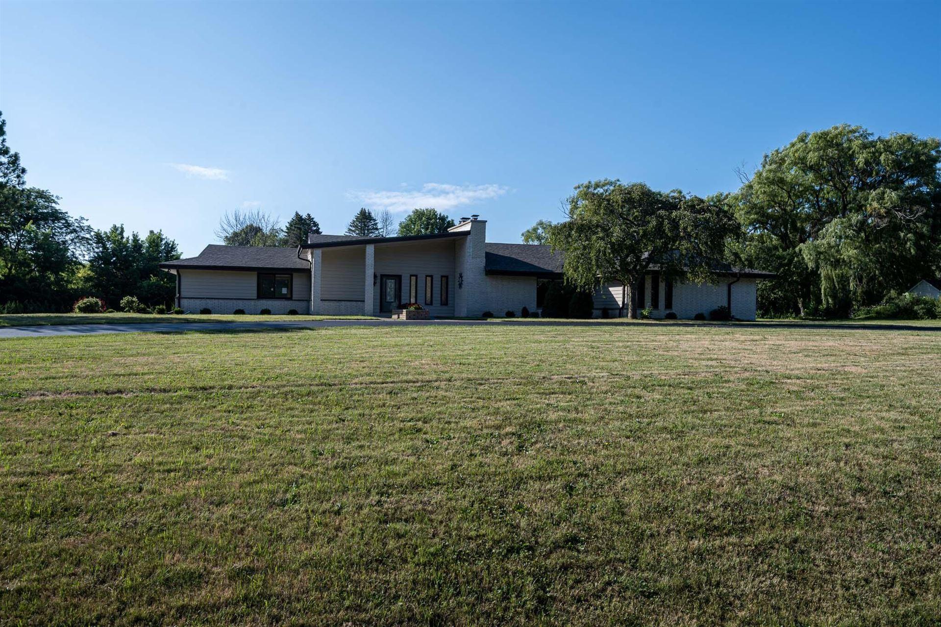 1545 W Cedar Ln, River Hills, WI 53217 - MLS#: 1755475
