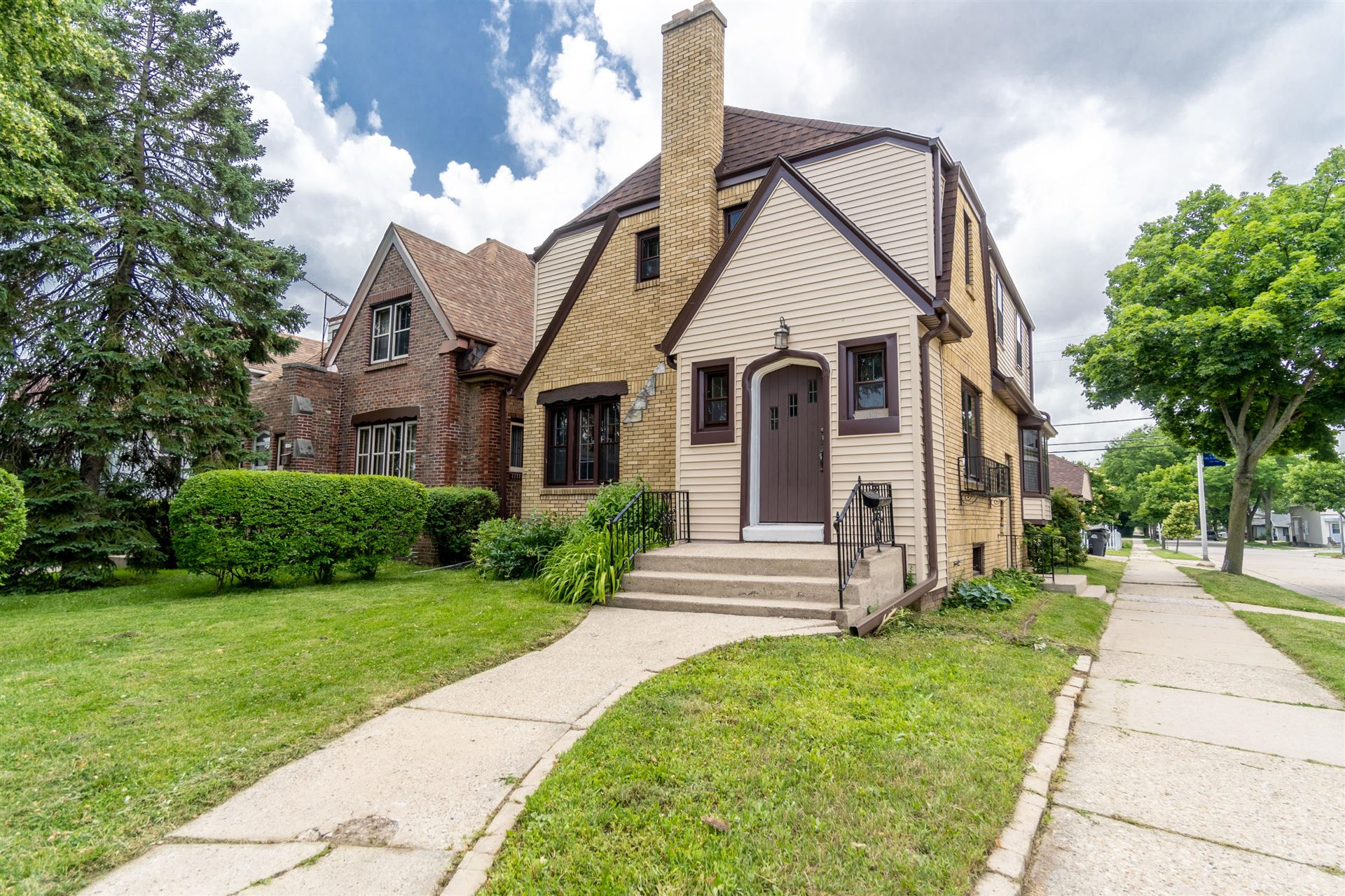 1601 S 55th St, West Milwaukee, WI 53214 - #: 1696476