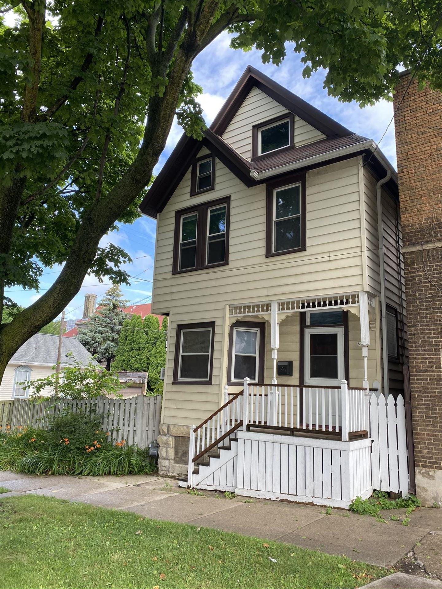 624 E Pleasant St, Milwaukee, WI 53202 - #: 1700477