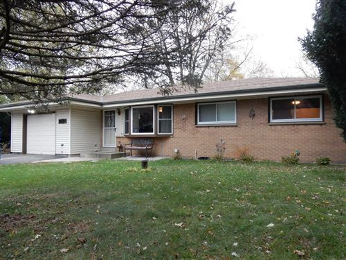 Photo of 5865 S Vista Dr, New Berlin, WI 53146 (MLS # 1716489)