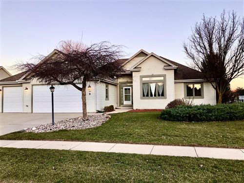 Photo of 967 Spring Waters Dr, Oconomowoc, WI 53066 (MLS # 1720519)