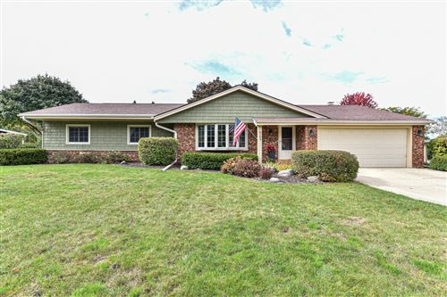 Photo of 8103 S Chapel Hill Dr, Franklin, WI 53132 (MLS # 1768530)