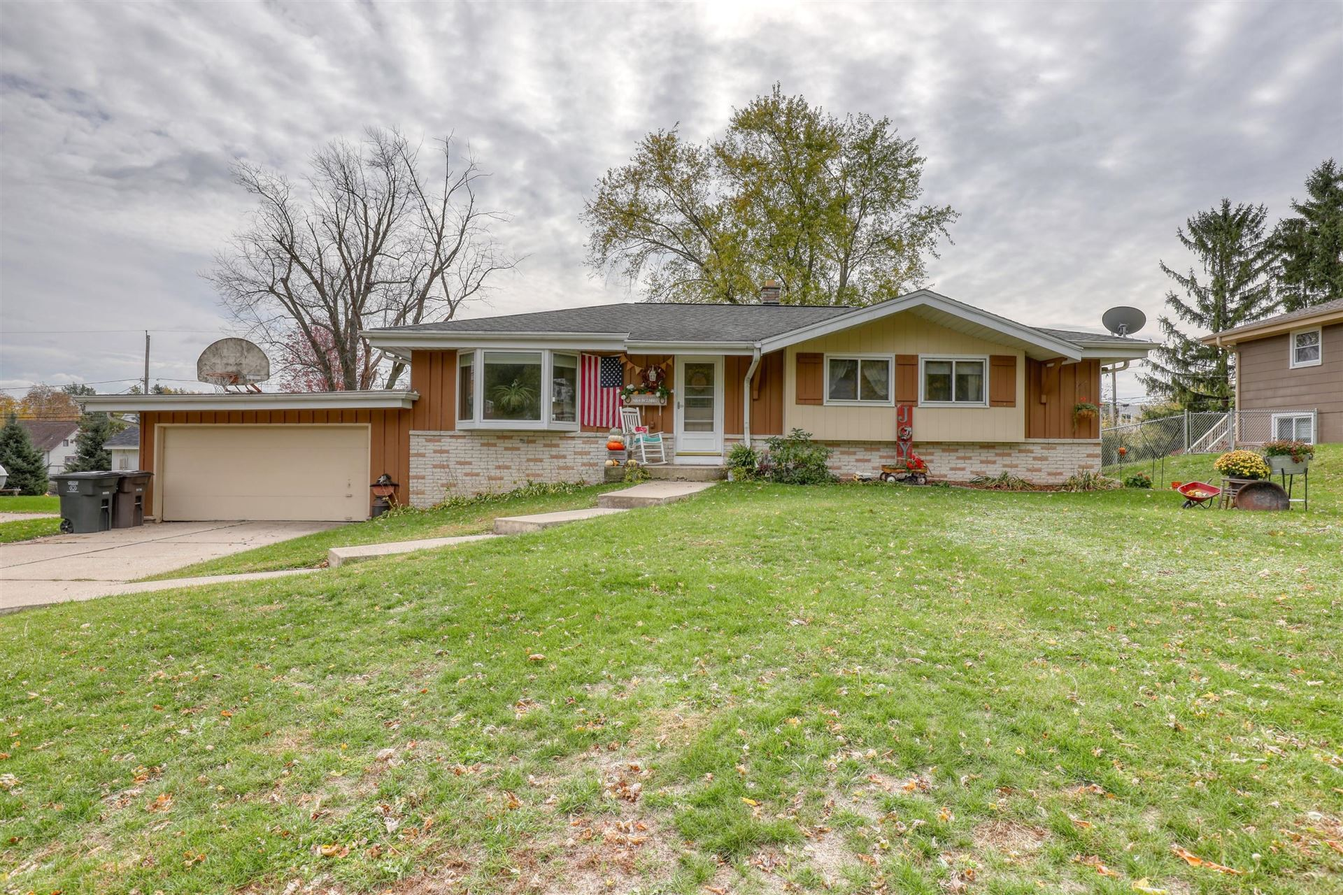 N64W23607 Ivy Ave, Sussex, WI 53089 - #: 1715532