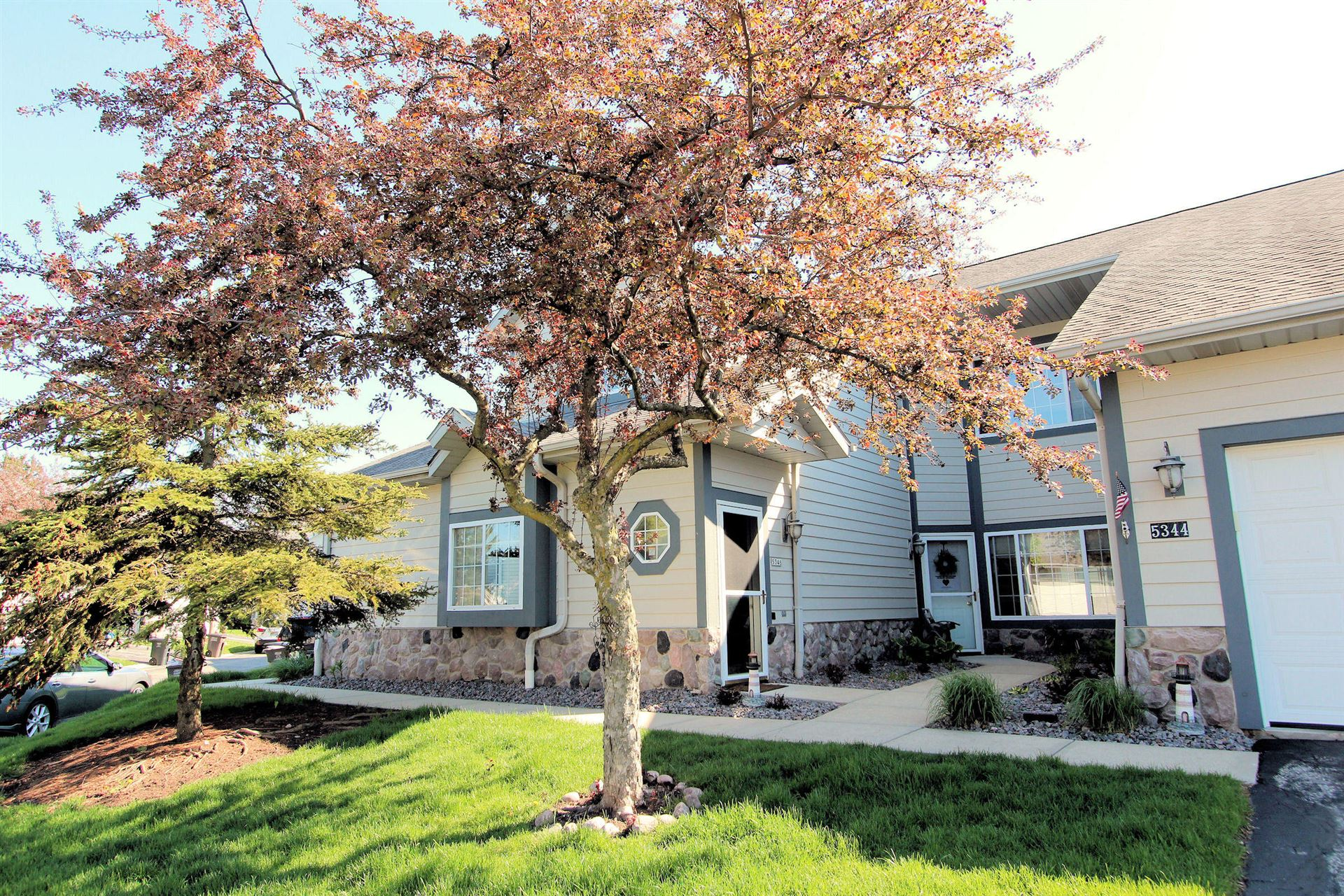 5346 S Hidden Dr, Greenfield, WI 53221 - #: 1690535