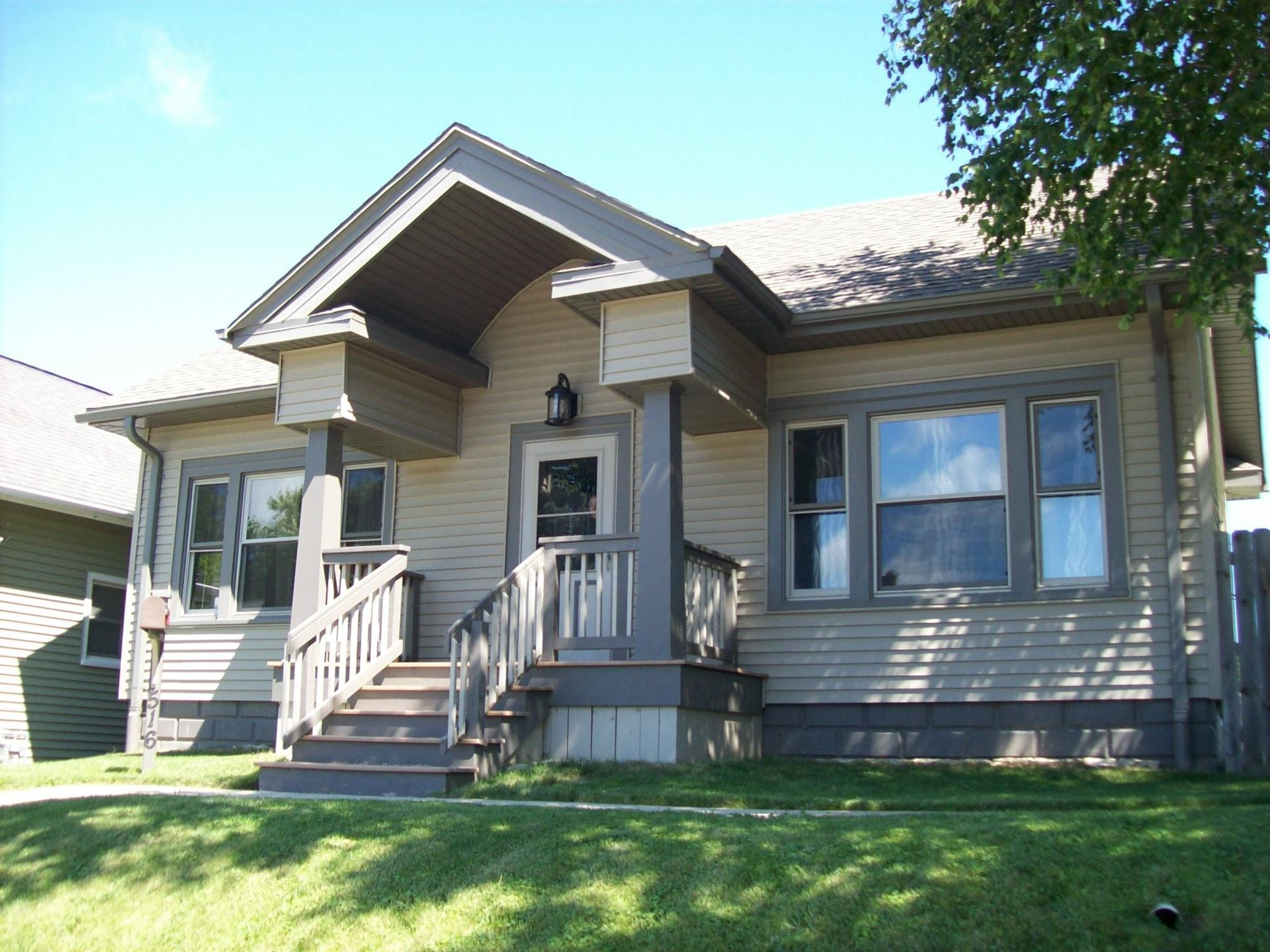 516 Marquette Ave, South Milwaukee, WI 53172 - #: 1698542