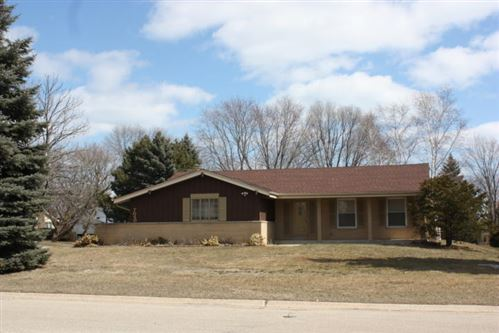 Photo of 7050 N Range Line Rd, Glendale, WI 53209 (MLS # 1678546)