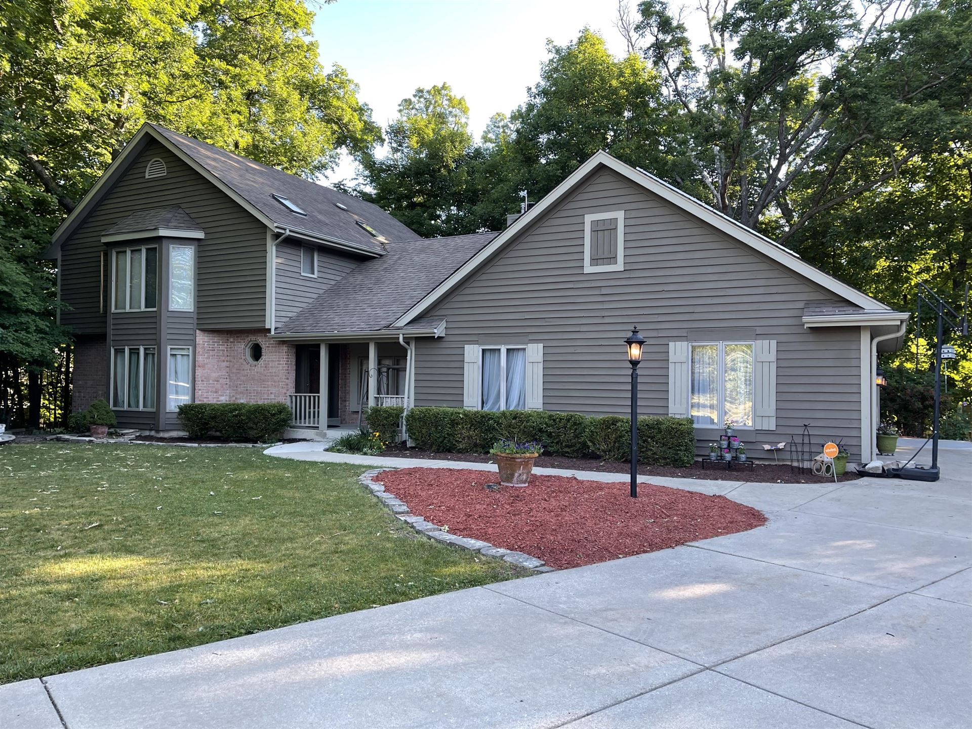 3532 S 121st Ct, Greenfield, WI 53228 - #: 1746546