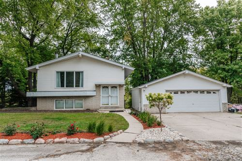 Photo of 8380 S 100th St, Franklin, WI 53132 (MLS # 1764549)