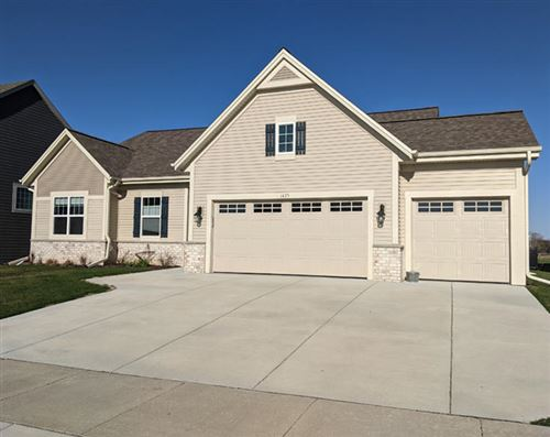 Photo of 1425 Blazing Star Dr, Oconomowoc, WI 53066 (MLS # 1678555)