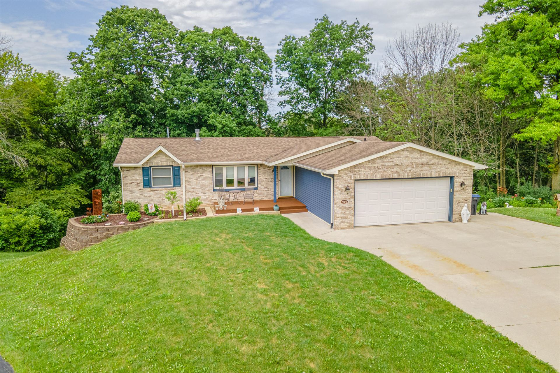 1009 Evergreen Ct, Plymouth, WI 53073 - MLS#: 1750559