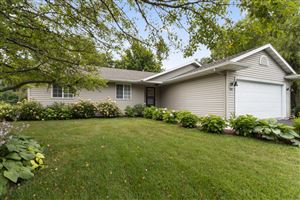 Photo of 1381 Edgewood Dr, Lake Geneva, WI 53147 (MLS # 1649569)
