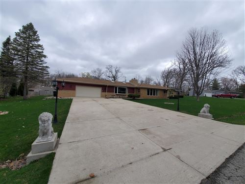 Photo of 12022 W Oakwood Dr, Franklin, WI 53132 (MLS # 1734574)